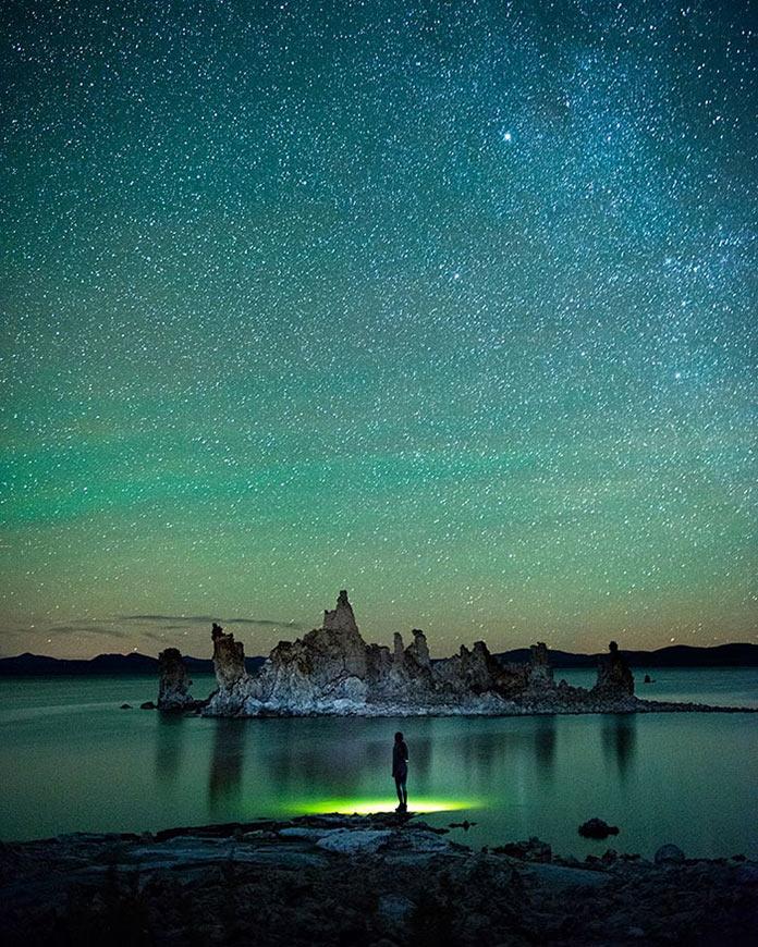 Звездное небо над горным озером