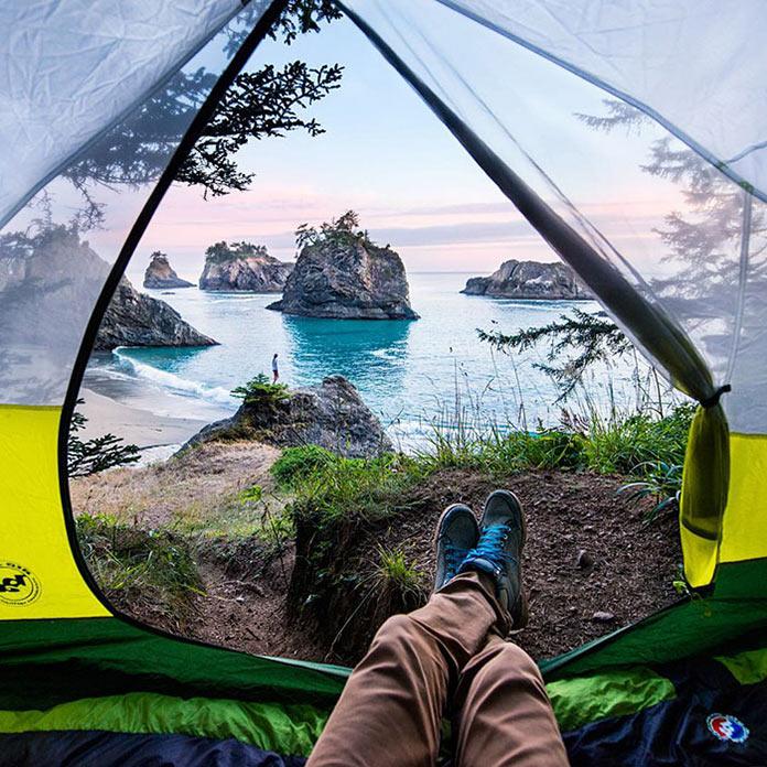 Палатка с видом на море
