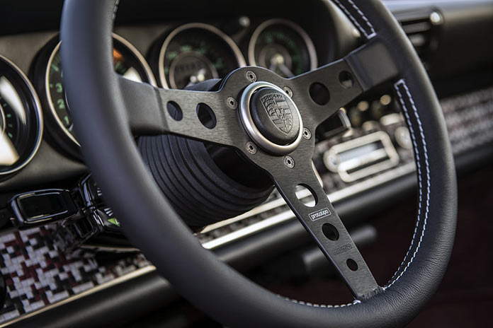 Рулевое колесо Porsche 911 Monaco by Singer Vehicle Design