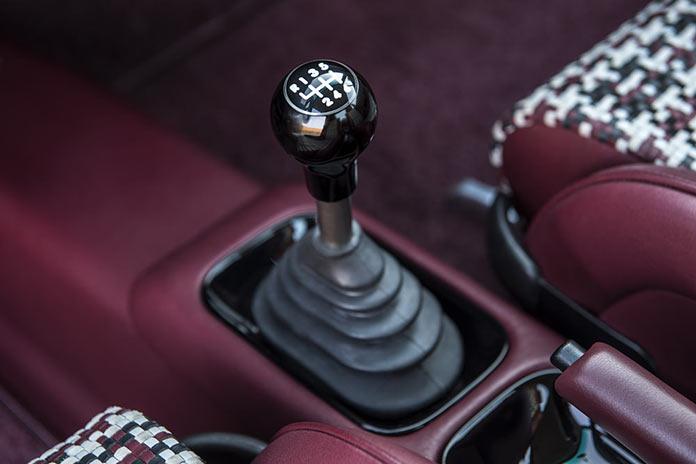 Рычаг коробки передач. Porsche 911 Monaco by Singer Vehicle Design