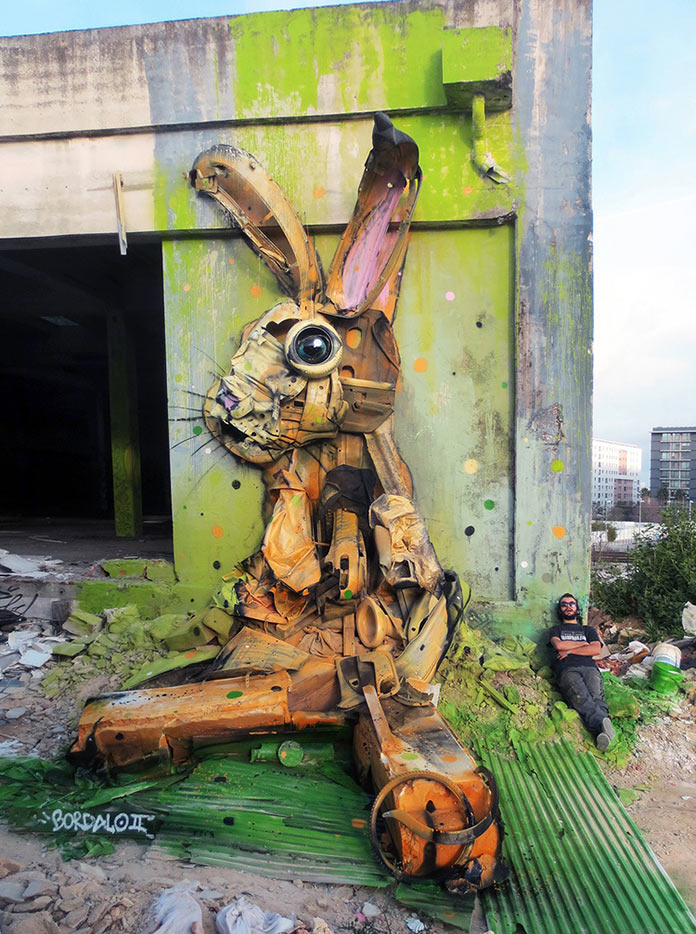 Заяц, скульптура из мусора, стрит-арт Bordalo-II