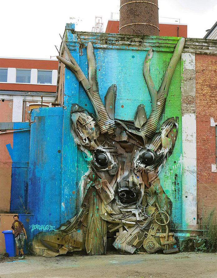 Олень, скульптура из мусора, стрит-арт Bordalo-II