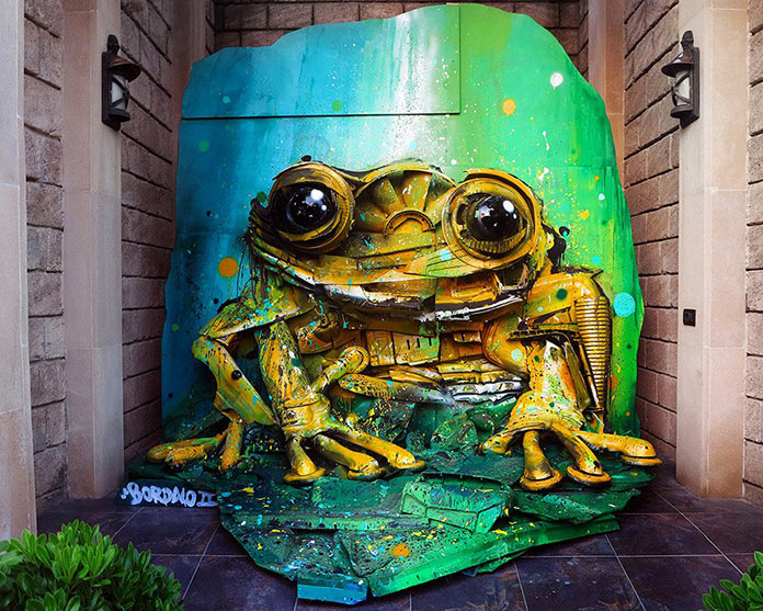 Лягушка, скульптура из мусора, стрит-арт Bordalo-II
