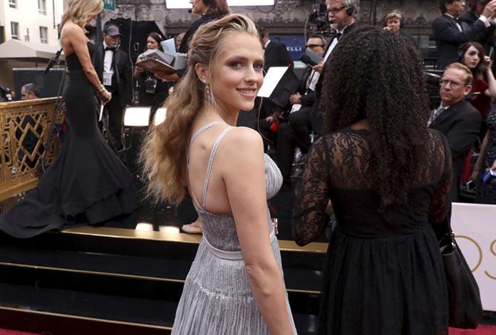 Тереза Палмер прибывает на 89 церемонию Оскар