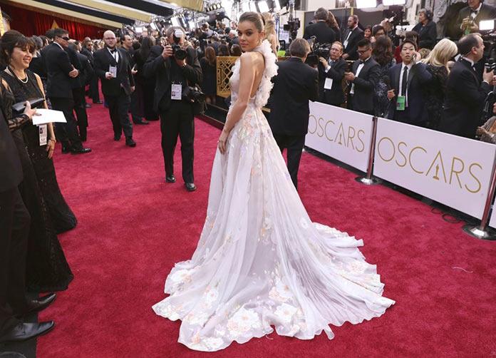 Хейли Стайнфелд на красной дорожке. Оскар 2017