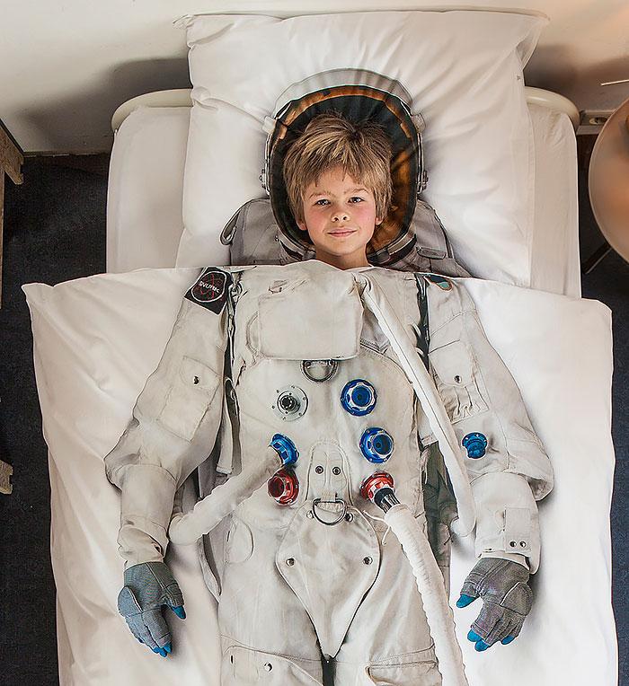 Космическая тема в интерьере - постельное белье Космонавт