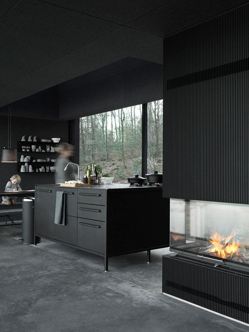 Монохромный интерьер кухни в оттенках черного