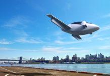 Lilium Electric Jet на взлете в городе
