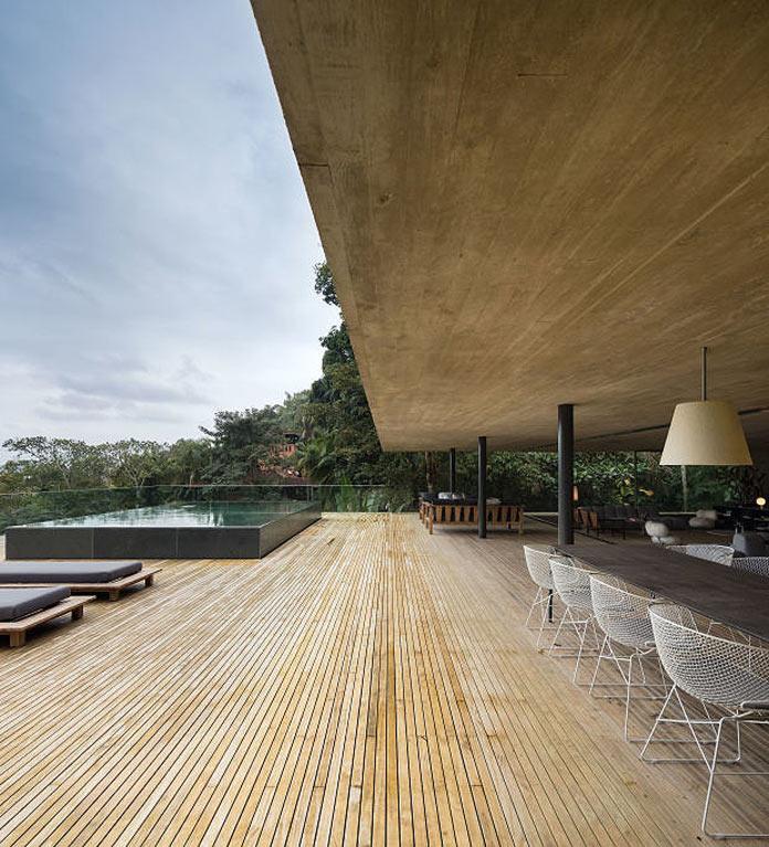 Дом в джунглях Бразилии