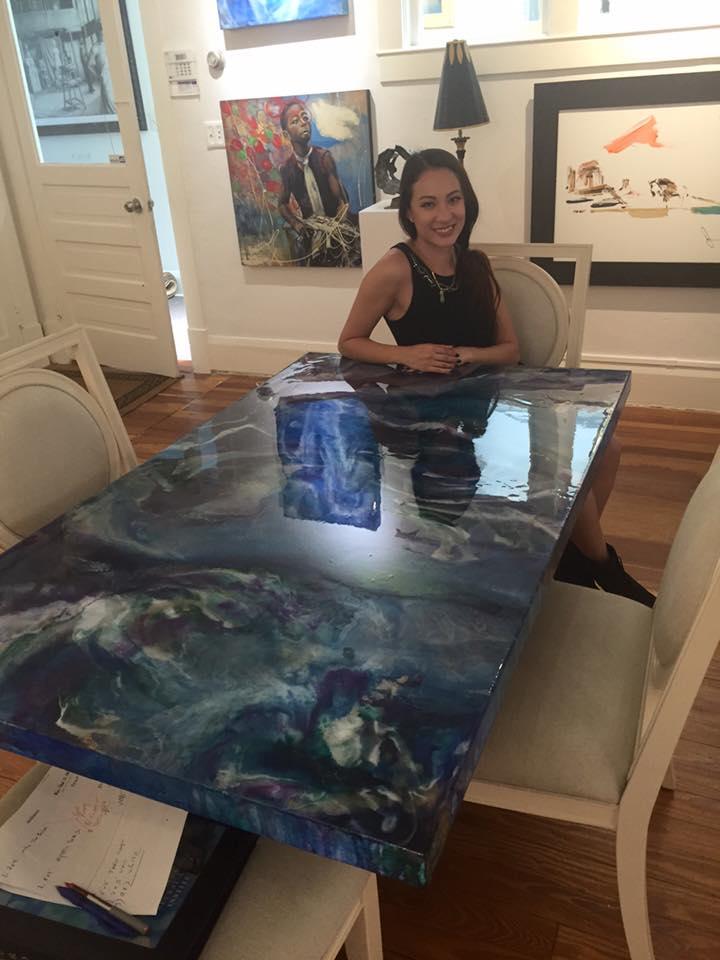 Дизайнерские обеденные столы с гипнотической поверхностью от Бих Нгуен