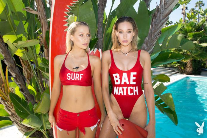 Девушки в бикини, сестры Шэннон и Кейт Баркер в образе спасателей Малибу