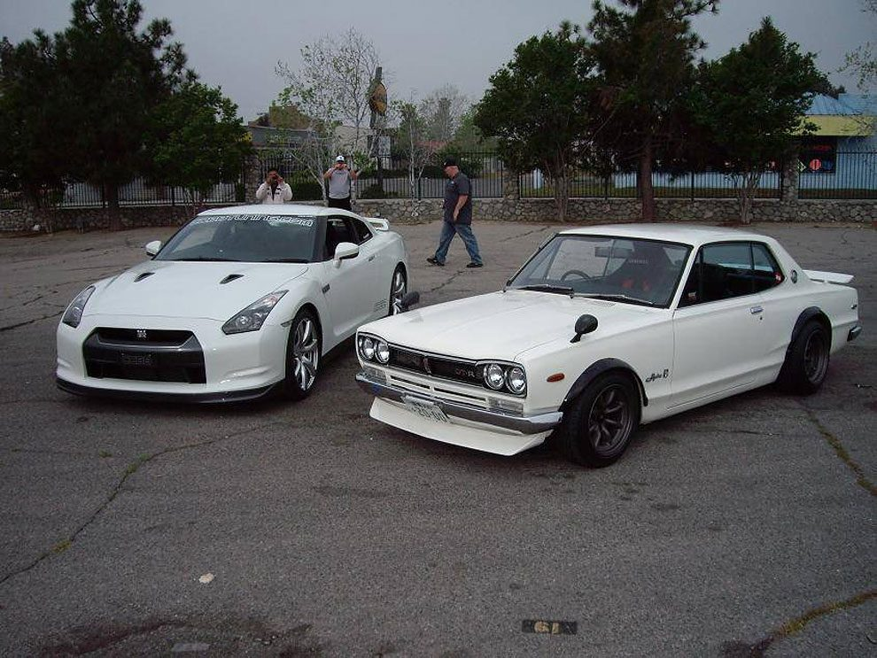 Classic Nissan Skyline Vs Modern Version