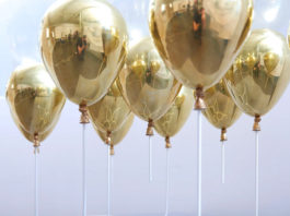 Кофейный столик левитирующий на воздушных шариках от Duffy London