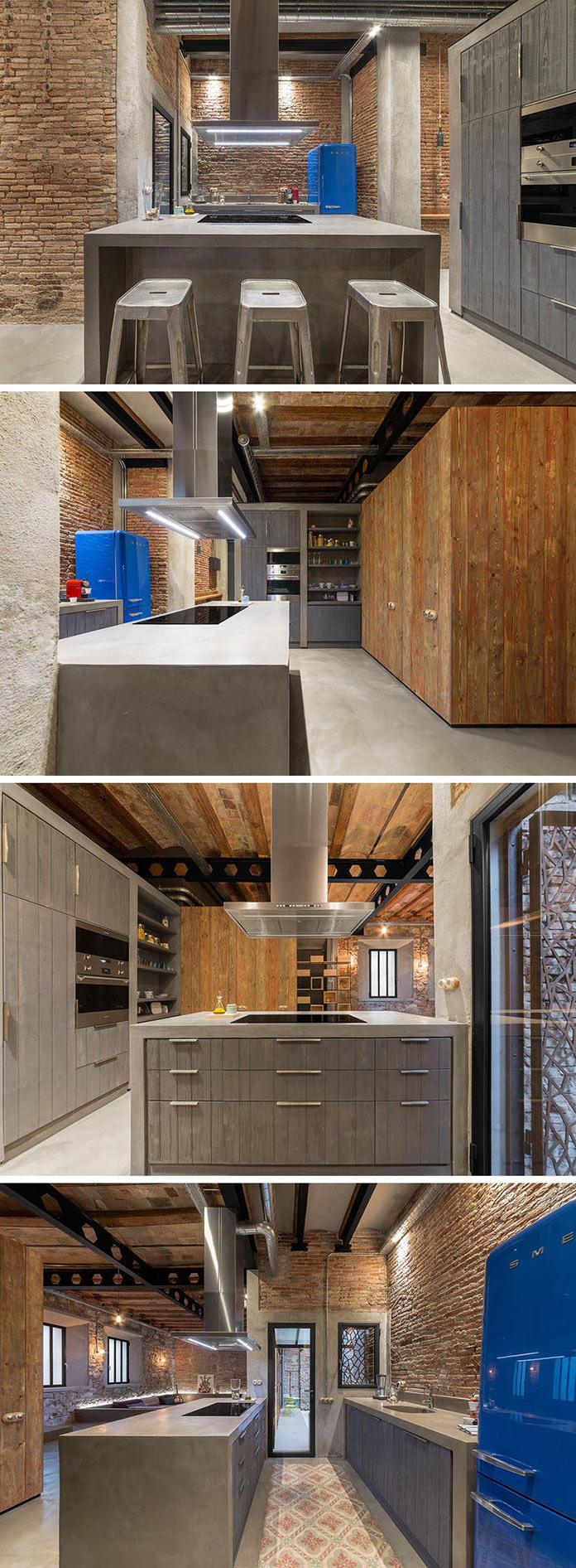 Кухня с островом из комбинации бетона и дерева. Переделка квартиры из столярной мастерской