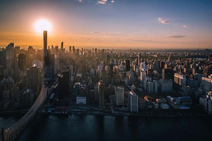Нью-Йорк на закате с высоты, фото Джорджа МакКинзи младшего