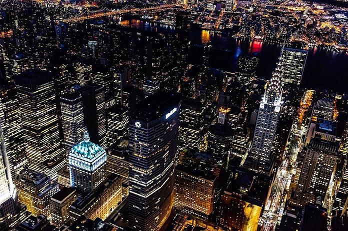 Ночной Нью-Йорк с высоты, фото Джорджа МакКинзи младшего