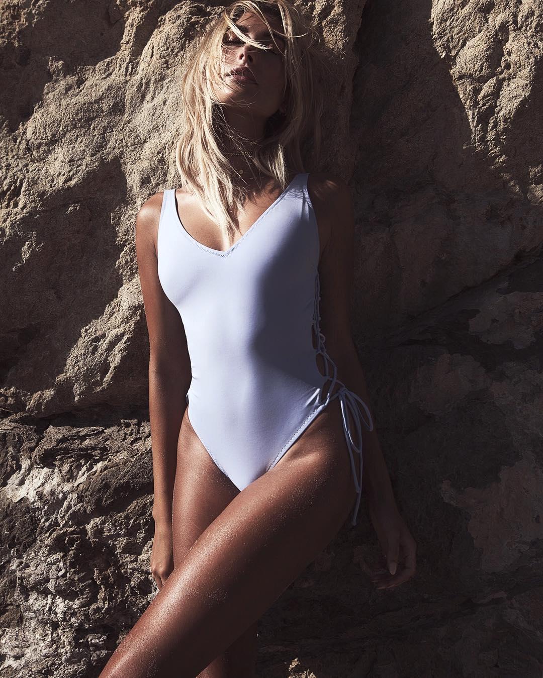Модель Хэйли Болдуин в бикини