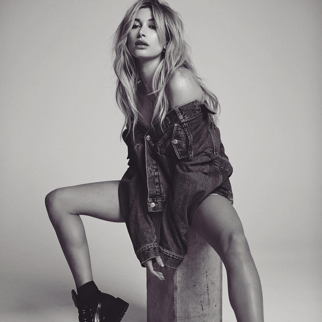 Модель Хэйли Болдуин в модной фотосессии