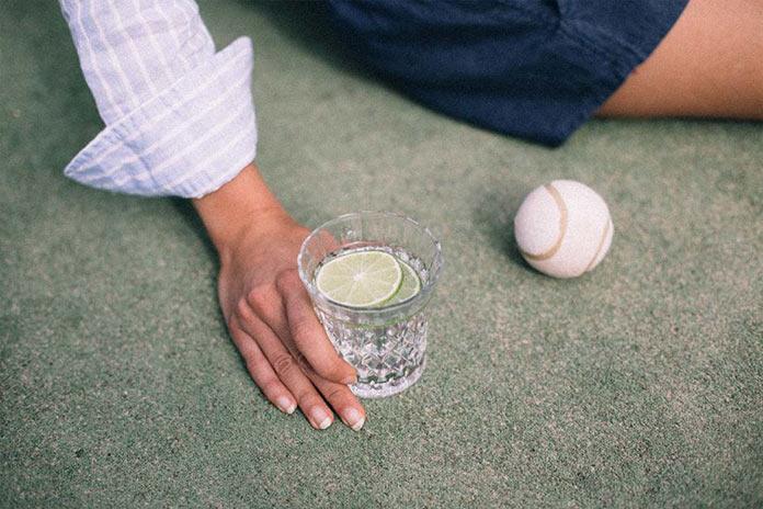 Мужчина с напитком. На итальянской ривьере, рекламная съемка для бренда Venroy