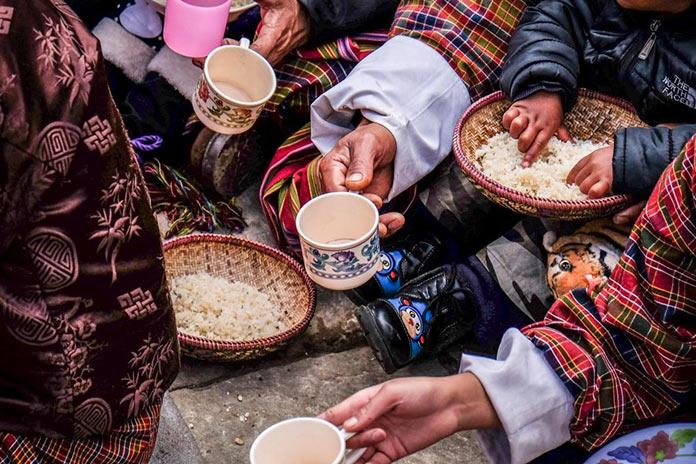 Прием пищи. Этническая жизнь в Бутане. Bhutan Life