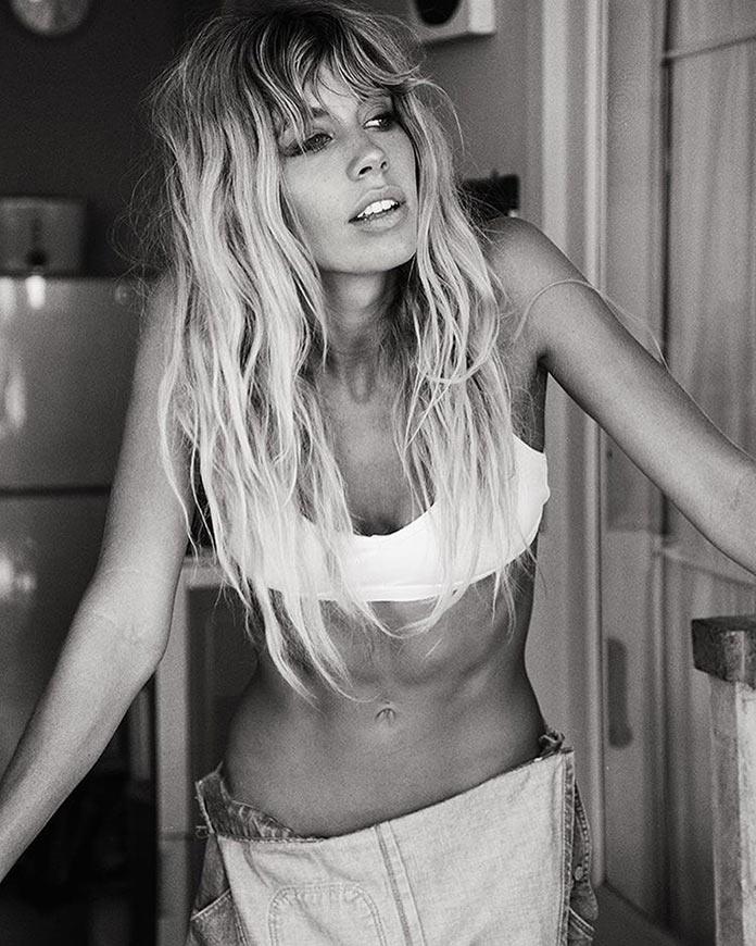 Красотка модель Мэдди Рельф