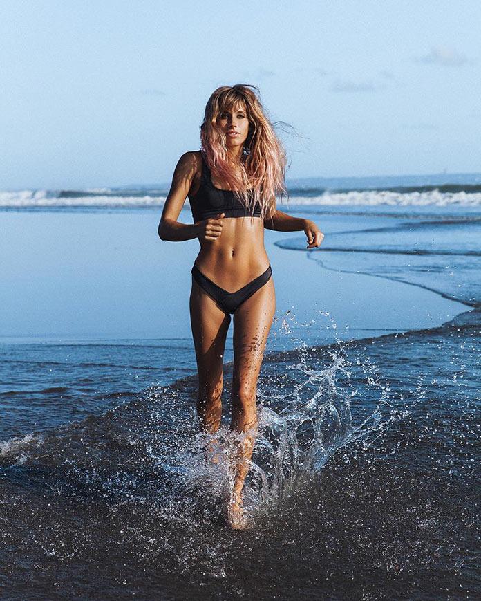 Мэдди Рельф бежит по воде
