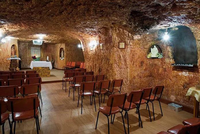 Подземный отель Desert Cave Hotel в Кубер-Педи, Австралия