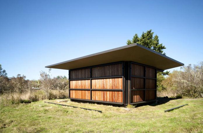 Мини-дом с камином в окружении леса на островах Сан-Хуан