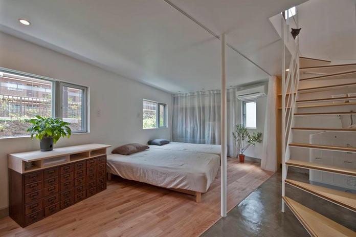 Спальня на первом этаже мини-дома в Японии, проект Mizuishi Architects Atelier