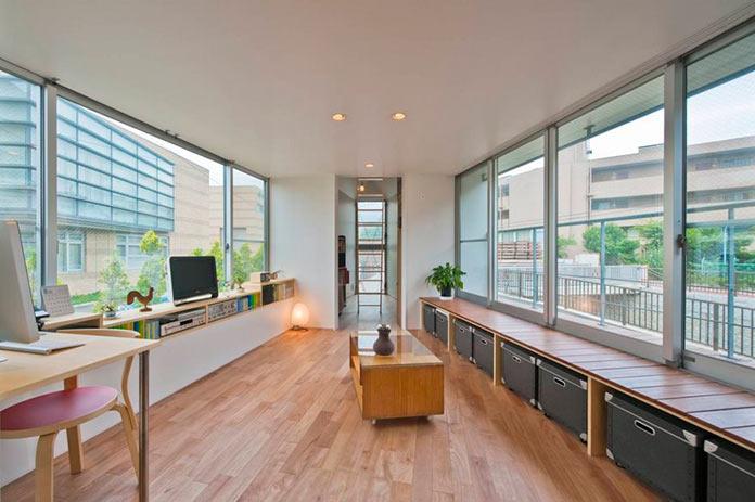 Гостиная на втором этаже мини-дома в Японии, проект Mizuishi Architects Atelier