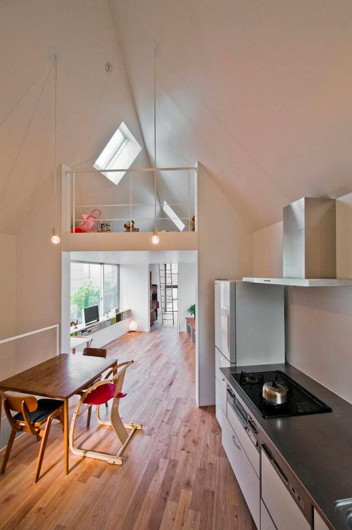 Кухня и столовая в мини-доме в Японии, проект Mizuishi Architects Atelier