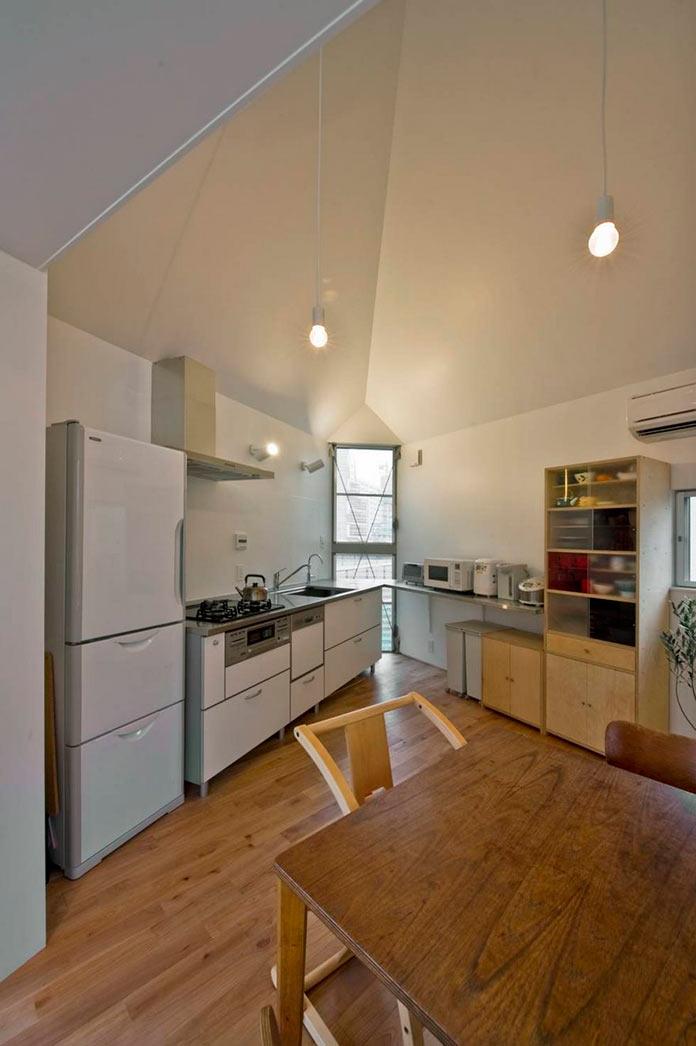 Кухня и столовая. Мини-дом в Японии, проект Mizuishi Architects Atelier