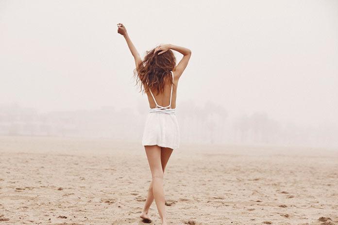 Меган МакКензи в пляжной фотосессии