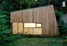 Деревянный мини-дом для уединения в бруклинском саду, Нью-Йорк