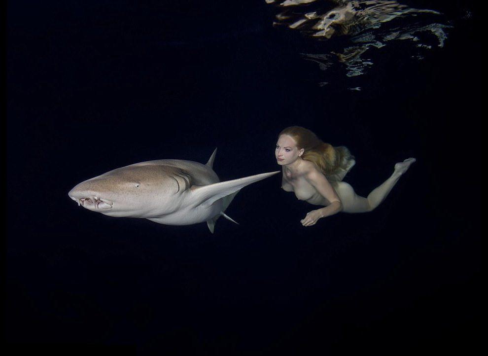 Модель Ирина Британова: Обнаженная среди акул