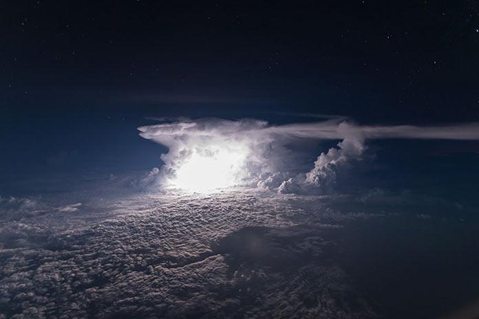 Грозовое облако, наковальня из кабины пилота