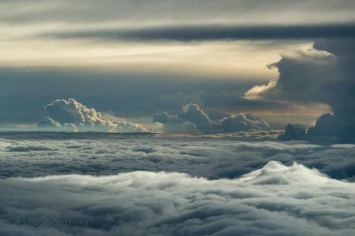Удивительное небо, вид с борта самолета