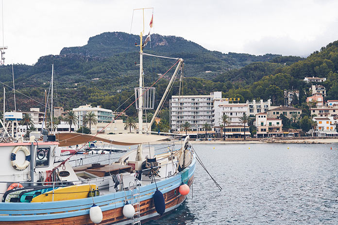 Яхта на испанском побережье, Майорка