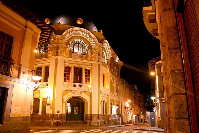 Эквадор, ночные улицы Кито