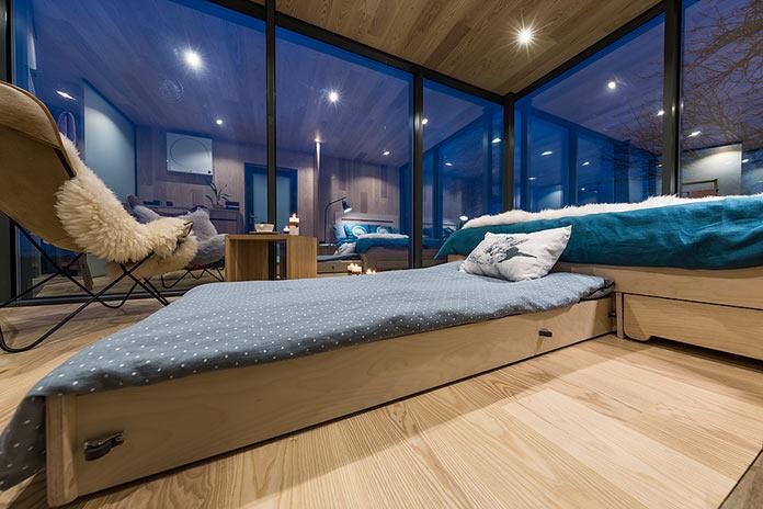 Выдвижная кровать для дополнительного спального места. Модульный мини-дом ÖÖD