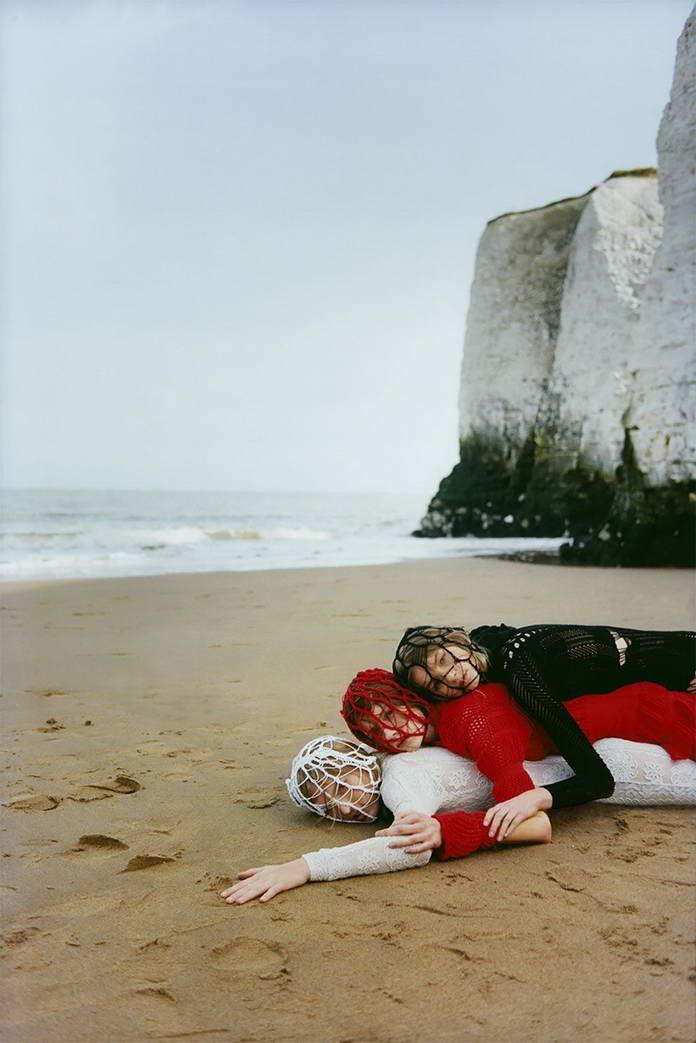 Михаль Пуделка, девушки на холодном пляже, арт-фото