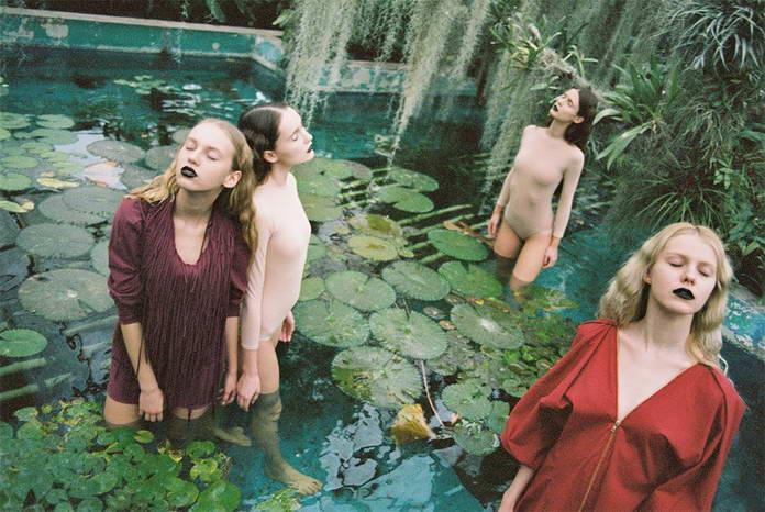 Михаль Пуделка, девушки в пруду, арт-фото