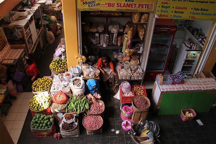На рынке в старинном квартале Пасар Берингхаро в Джокьякарте, Индонезия