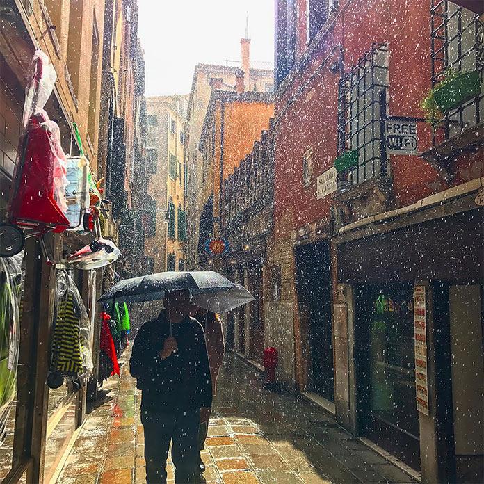 Внезапный дождь в Венеции, Италия