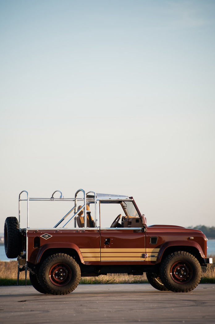 Стильный кастомизированный Land Rover Defender