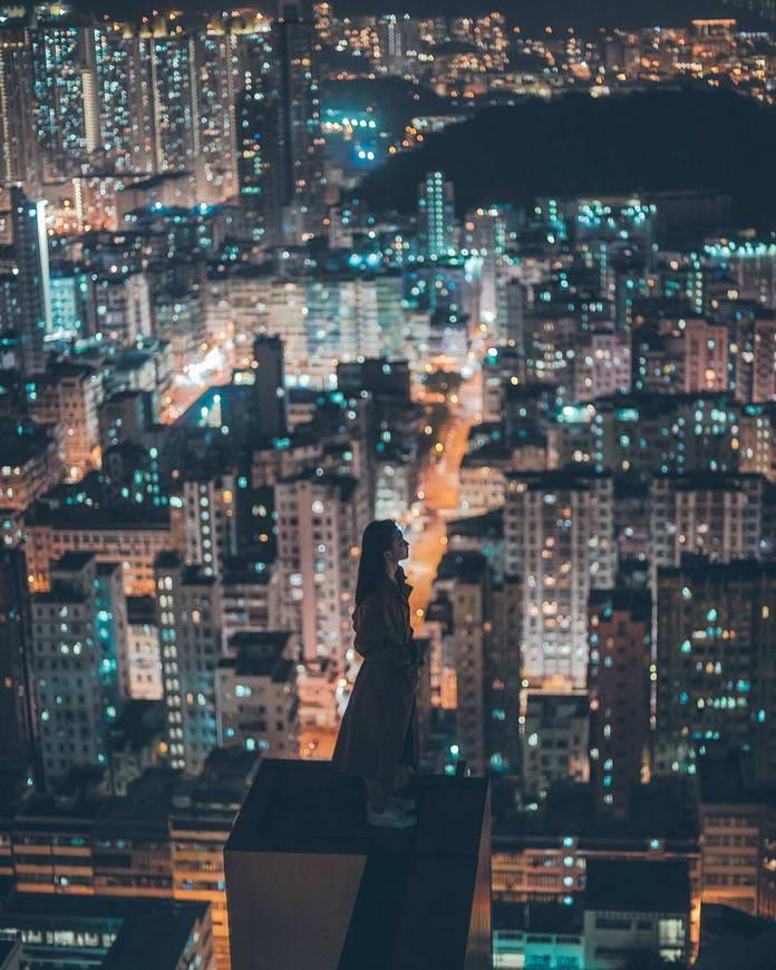 Гонконг, Китай, девушка на крыше небоскреба