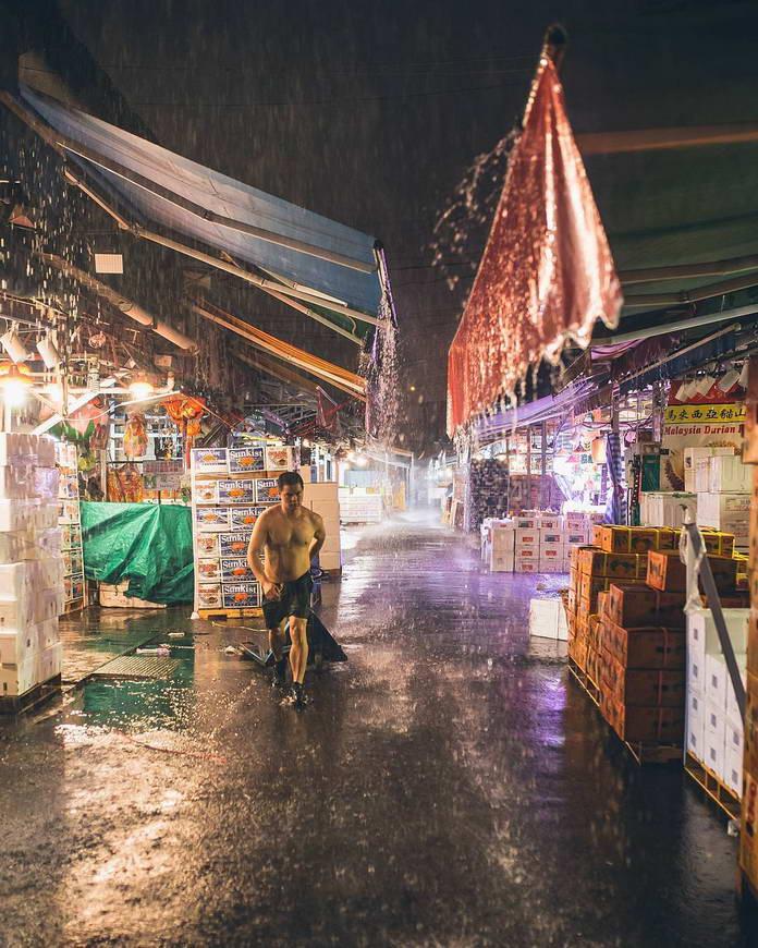 Улица под дождем. Гонконг, Китай