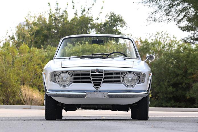 Alfa Romeo Giulia GTC 1966 года вид спереди