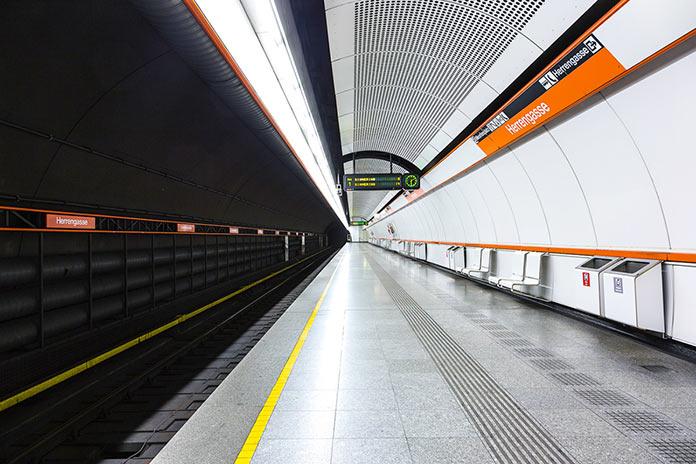 Пустынные станции метро. Фотопроект Кевина Краутгартнера