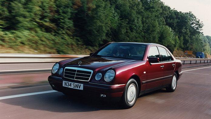 Самые популярные авто в России 1990-х. Mercedes E-Class 1996 года